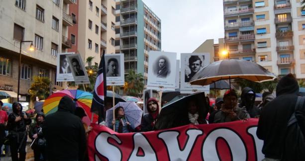 La pioggia non ferma il corteo antifascista (foto)
