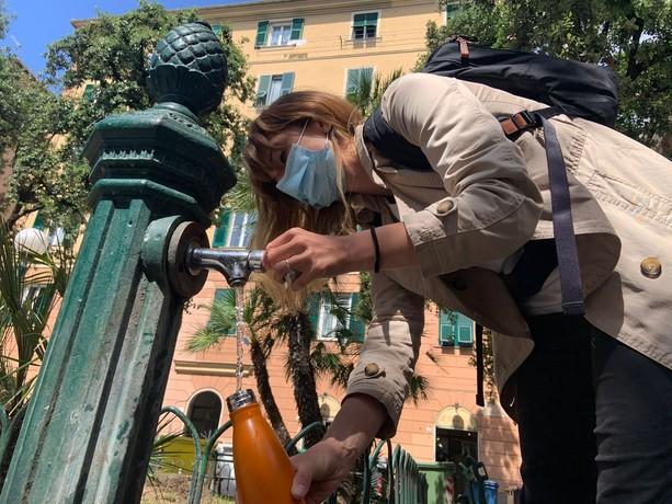L'acqua in cartone: l'ambientalismo di facciata della Liguria