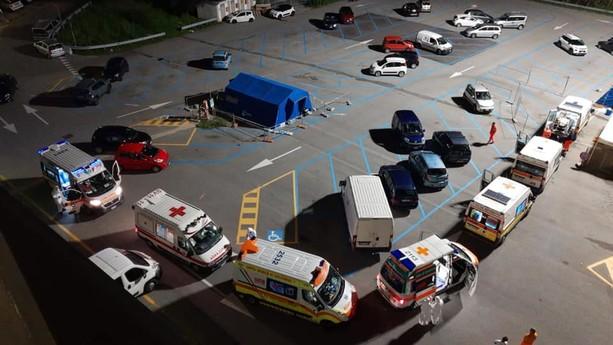 ambulanze in coda per la sanificazione: foto della Croce Bianca savonese