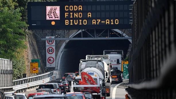 Arrivano i turisti e loro chiudono le autostrade