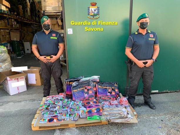 Savona, la Guardia di finanza sequestra giocattoli nocivi per la salute