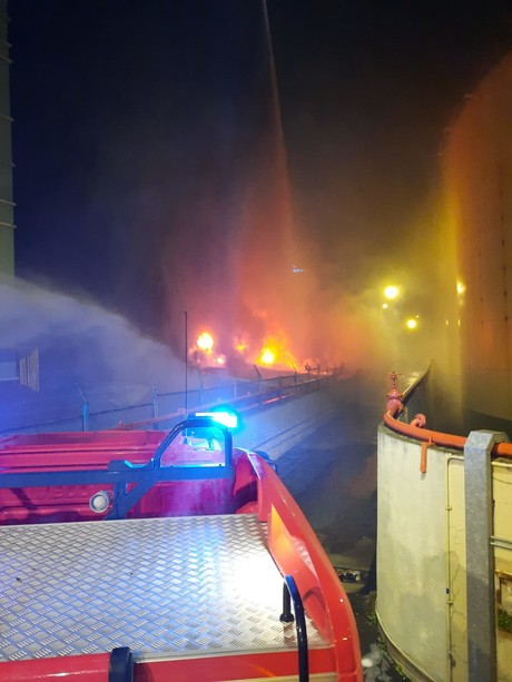 """Incendio nella notte a Bolzaneto, la denuncia: """"sulla sicurezza non si può risparmiare"""""""