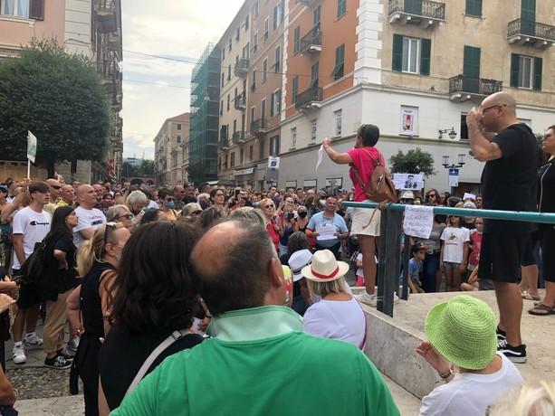 un momento della prima manifestazione no green pass a Savona (foto d'archivio)