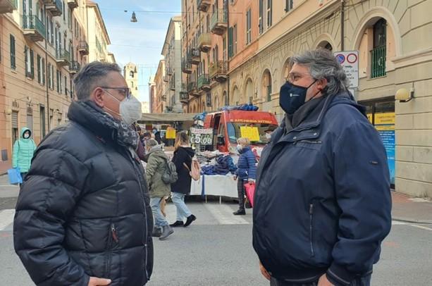 Mercato del lunedì, i Verdi a Vaccarezza: il piccolo commercio non si aiuta a parole